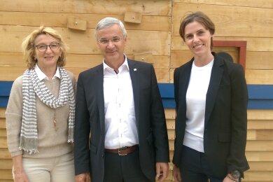Nehmen Kurs auf Richtung Veränderung (von links): die scheidende Verbands-Geschäftsführerin Mariechen Bang, Verbandsvorsitzender und Landrat Rolf Keil (CDU) und die neue Geschäftsführerin Elisabeth Blüml.
