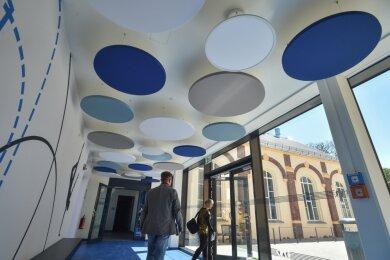 Die neue Sporthalle in Pleißa ist ein Beispiel für die Anstrengungen, die Limbach-Oberfrohna für den Klimaschutz unternimmt. Das Gebäude hat eine Photovoltaik-Anlage, die dafür sorgt, dass es nahezu autark mit Energie versorgt werden kann.