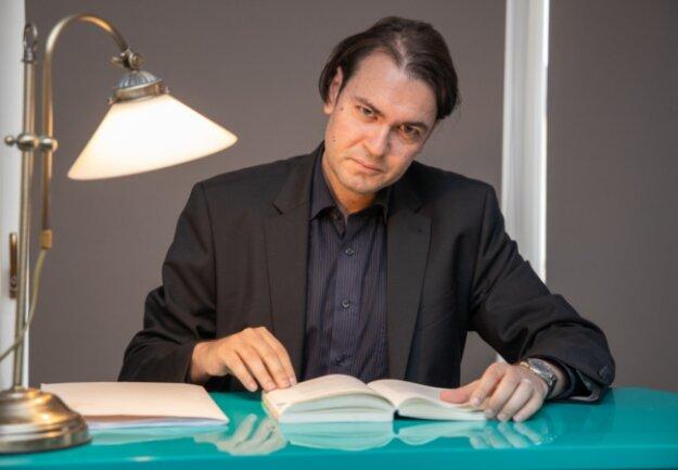 """René Seidenglanz hat seinen zweiten Erzgebirgskrimi geschrieben: """"Kaltenhaide"""". Die Premierenlesung findet am10. September ab 20 Uhr im Kunstsalon in Annaberg-Buchholz statt."""