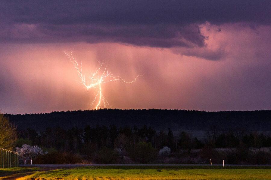 Wetterdienst warnt: Gewitter im Anmarsch