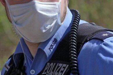 Trotz Maske: Auch in den Reihen der Beamten der Polizeidirektion Zwickau sorgt die Pandemie für Krankheitsfälle.