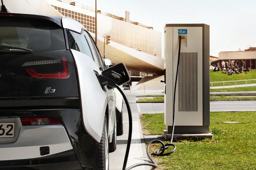 Elektroautos: Pläne für Ladesäulen lösen Empörung aus