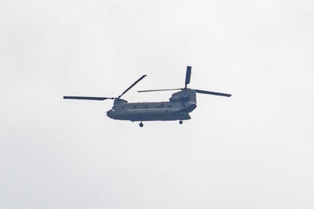 Ein Hubschrauber des Typs Chinook