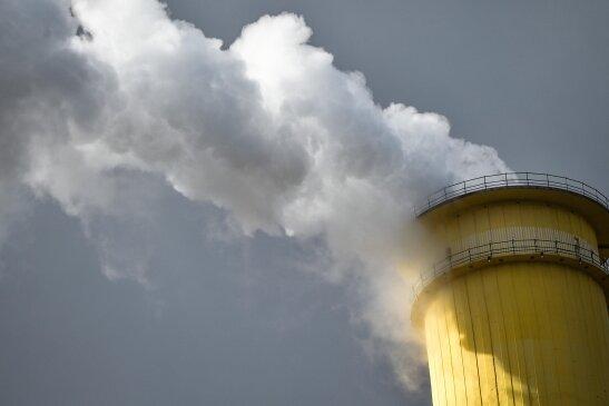 Das Heizkraftwerk Nord (Foto) wird von Eins Energie durch ein mit Methan betriebenes Motorenheizkraftwerk ersetzt. Das Holzheizkraftwerk in Siegmar wäre nach Unternehmensangaben zu teuer geworden.