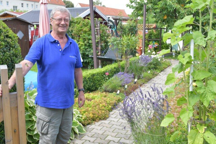 Vereinschef Frank Fischer in seinem Garten am Forstweg in Freiberg.