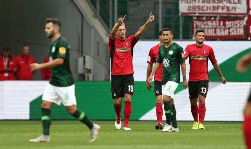 Jubel bei Torschütze Nils Petersen zum 2:0