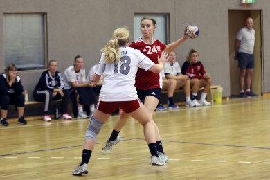 Gelungenes Pflichtspieldebüt: Rückraumspielerin Klara Schlegel, Linksschützin und auch wegen ihrer 1,82 m Körpergröße schwer zu verteidigen, erzielte in Berlin sechs Treffer. Hier ein Bild aus einem Vorbereitungsspiel.