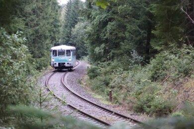 Sonderfahrt mit Triebwagen auf dem ehemaligen Teilstück der CAAE-Liniezwischen Gunzen und Zwotental.