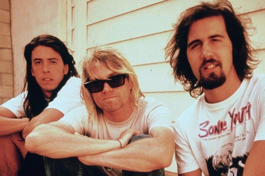 """Nirvana vor ihrem Durchbruch mit """"Smells Like Teen Spirit: David Grohl (Schlagzeug), Kurt Cobain (Gesang und Gitarre) sowe Kris Novoselik (Bass, von links)."""