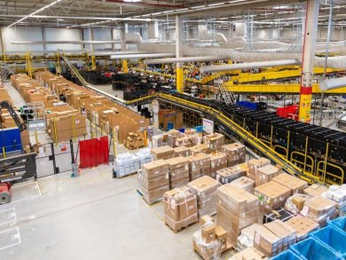 Blick in ein Amazon-Logistikzentrum.