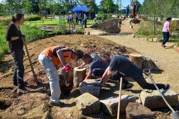 Freiwillige Helfer haben den Naturgarten in der Zschopauaue der Landesgartenschau 2019 erweitert.
