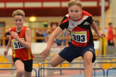 Der Oelsnitzer Lasse Platzer (r.) vom LV 90 Erzgebirge wurde in den vergangenen beiden Jahren bei den Hallen-Regionalmeisterschaften in Chemnitz jeweils Zweiter über die 60 Meter Hürden. Ob die Wettkämpfe 2021 stattfinden können, ist offen.