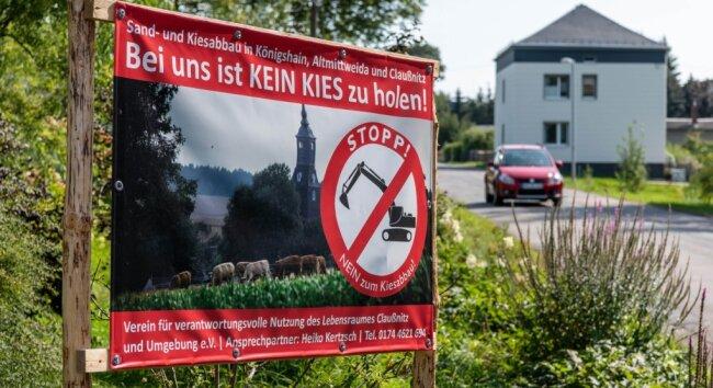 In Königshain kämpfen Einwohner gegen den geplanten Kies- und Sandabbau am Ortsrand. Doch nicht nur sie wollen das Vorhaben verhindern. Auch aus Claußnitz kommen kritische Stimmen und Protest.