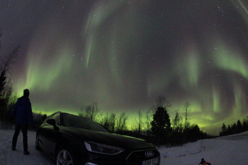 Diese Polarlicht-Aufnahme hat Jens Kandler (vorn) in Nordschweden nahe Porjus gemacht.