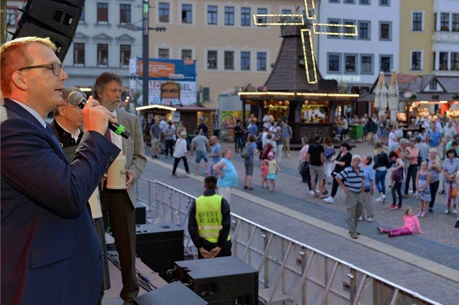 Zum Start des Bergstadtfestes 2017 kam Oberbürgermeister Sven Krüger eine Unwetterwarnung in die Quere. Beim Bergstadtsommer vier Jahre später kämpft er gegen die Coronaschutzverordnung an.