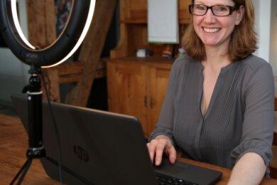 Wencke Matthai aus Zwönitz spielt im Online-Krimi die Rolle der Christine Salzmann, der Leiterin des Tourismusverbandes Rheingau & Rheinhessen.