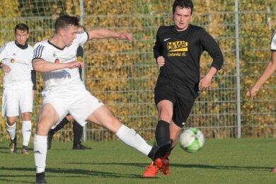 Aller Einsatz war vergebens: Gegen Schwarzenberg (mit Constantin Beck, l.) hatten Ivo Förster und der Oelsnitzer FC das Nachsehen.