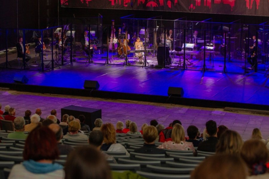 Die junge Franziska Köchel am Klavier erhielt viel Beifall vom Publikum.