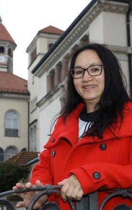 Tourismusregion-Geschäftsführerin Marika Fischer vor dem Schloss in Waldenburg, wo sich die Geschäftsstelle des Vereins befindet.