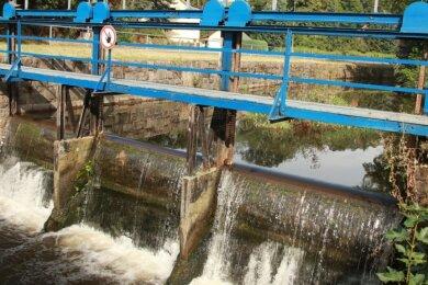 Über das Klopfersche Wehr an der Polenzstraße in Lengenfeld floss in den vergangenen Wochen zu wenig Wasser. Es war kaum in Betrieb.