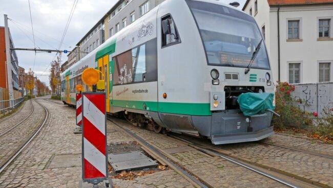 Die störungsanfälligen Sonderweichen, die Zug- und Straßenbahngleise trennen, sollen ausgetauscht werden.
