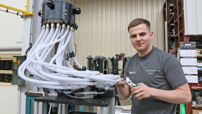 Der 20-jährige Danilo Braungardt wird bei GKN Driveline in Mosel zum Industriemechaniker ausgebildet. Wer in seine Fußstapfen treten möchte oder eine andere Lehre anstrebt, kann sich nun beraten lassen.