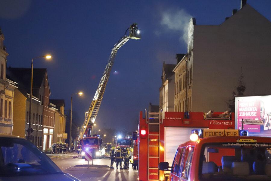 Brand in unbewohntem Mehrfamilienhaus