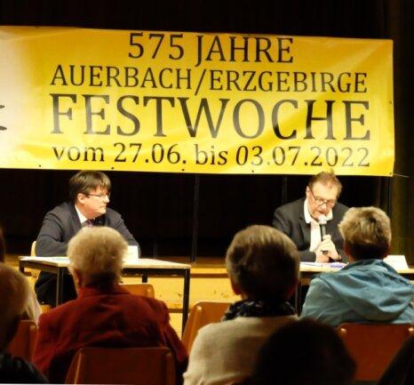 Bürgermeister Horst Kretzschmann (links) informierte über die Abwicklung der WGA, Gemeinderat Dieter Herold zur 2022 geplanten Festwoche.