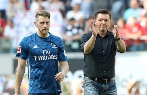 Aaron Hunt (l.) sieht den HSV großem Druck ausgesetzt