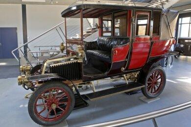 """Der Renault Landaulette bezieht seinen Namen vom """"Landauer"""", einer offenen Kutschenform. Der hintere Teil kann wie beim Cabrio geöffnet werden."""
