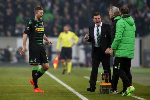 Christoph Kramer humpelt gegen Schalke vom Platz