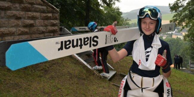 Von den Klingenthaler Startern beim Deutschlandpokal in Seefeld war Lia Böhme - im Foto bei Alpencup voriges Jahr in Pöhla - am erfolgreichsten. Sie gewann beide Sprungläufe der Juniorinnen.