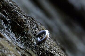 Für etliche dokumentierte Kletterrouten sind Haken eingeschlagen.