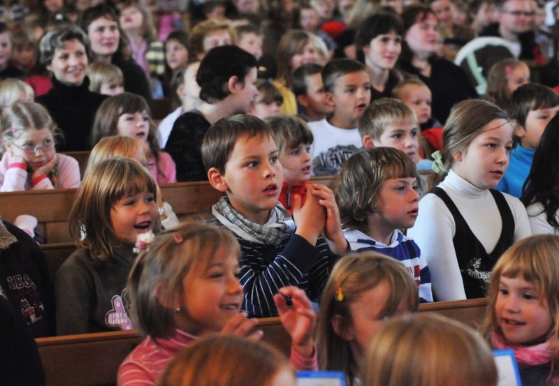 Bis auf den letzten Platz besetzt waren die Bankreihen in der St.-Jakobi-Kirche Stollberg am Dienstagvormittag. Laut Pfarrer Andreas Dohrn stellten die rund 630 Besucher für das Gotteshaus einen Rekord dar.