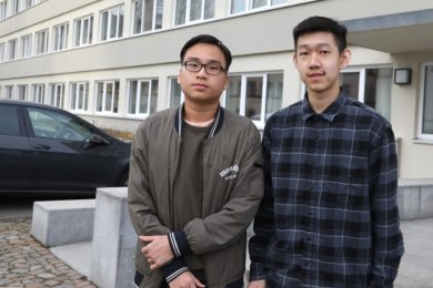 Die Schüler Nhan Le (links) aus Vietnam und Xingjian Sun aus China haben aufgrund der Pandemie ihre Familien lange Zeit nicht besuchen können.