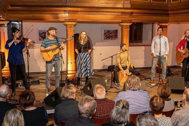 Linda und die lauten Bräute beim Konzert vor anderthalb Jahren in Auerbach. Samstag ist die Band beim Inselkino zu Gast.