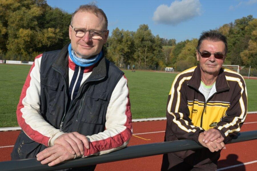 Gesamtleiter René Weigel (links) und Reiner Milek, Abteilungsleiter Leichtathletik des VfB Lengenfeld, sind froh, dass in diesen Zeiten zumindest der Marathon stattfinden kann.