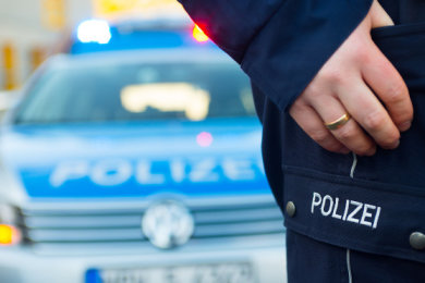 Nach einer Gruppenvergewaltigung in Leipzig, die sich bereits im Juni ereignet habeen soll sucht die Polizei jetzt nach Zeugen.