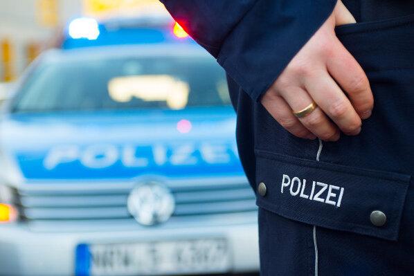 Pkw-Brände und Autoaufbrüche beschäftigen Zwickauer Polizei