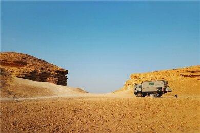 Das Weltreisemobil aus Dresden in der Rub al-Chali, der weltgrößten Sandwüste.