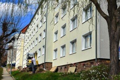 Die Häuser der Straße Am Sportplatz in Mittweida erhalten Balkone, der Bau hat begonnen,