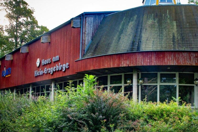 Steht nach der Insolvenz der Erzgebirgs-Miniaturschau Oederan GmbH zum Verkauf: das Haus am Klein-Erzgebirge. Hier fanden in der Tenne-Etage auch seit Jahren sehr erfolgreiche Klub-Konzerte statt.