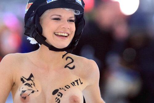 """""""Ganz ohne Training"""": Nacktrodeln mit der """"Dschungelkönigin"""""""