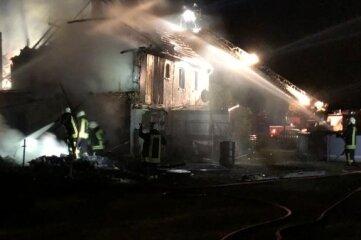 Das abgelegene Wohnhaus mit Scheune war in der Nacht zum 13.August 2020 nicht zu retten.