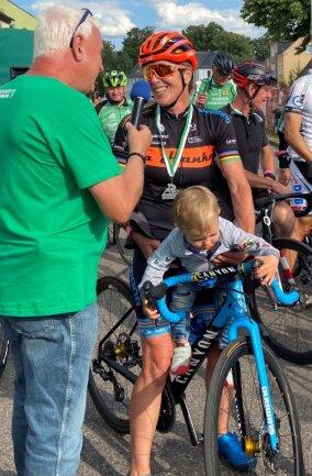 Hanka Kupfernagel und ihr Sohn Kiano beim Siegerinterview.