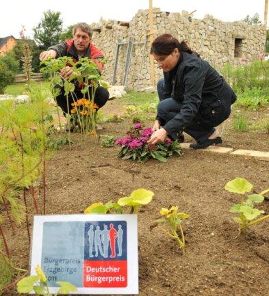 """<p class=""""artikelinhalt"""">Heino Langer und seine Frau Lydia Langer verwirklichen ihre Idee: den Christlichen Erlebnisgarten in Brünlos.</p>"""