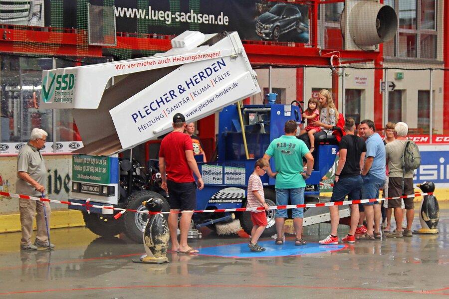 Besonders bei den jüngeren Besuchern hoch im Kurs stand die Eisbearbeitungsmaschine.