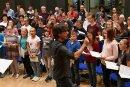 Noch bis kurz vor der morgigen Aufführung hat Domkantor Albrecht Koch mit den Freiberger Chören von Dom und Geschwister-Scholl-Gymnasium an der Kindermesse von Jonh Rutter geprobt.