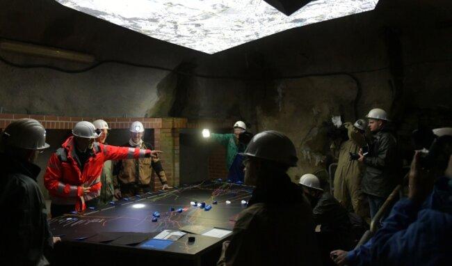 """Der """"Silber-Boom"""" im Besucherbergwerk Reiche Zeche ist einer der Publikumsmagnete der Sächsischen Landesausstellung. Untertage wartet auch ein Forschungstisch auf die Besucher."""