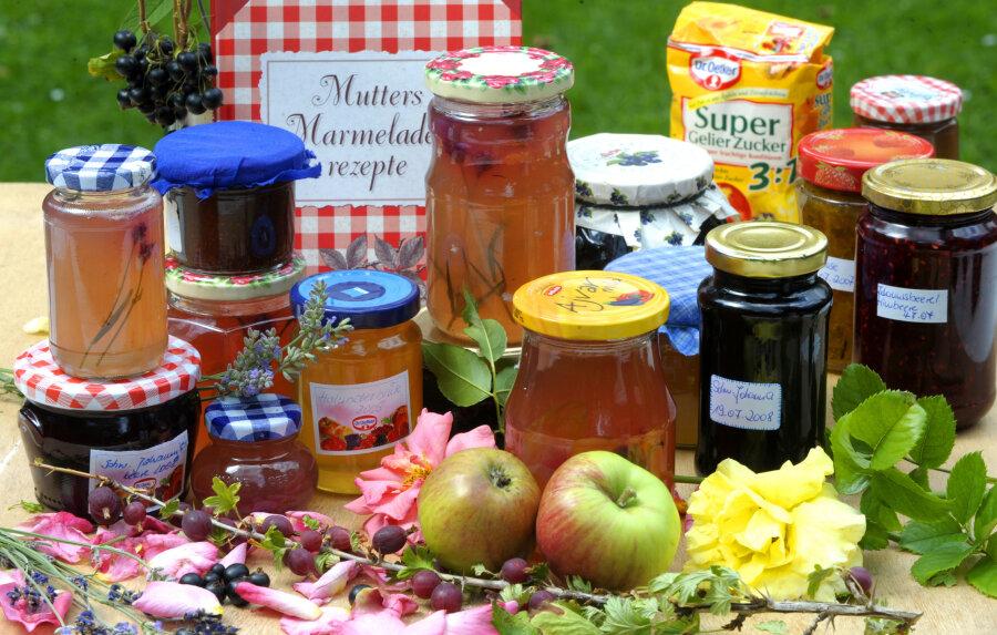Gelees und Marmeladen aus eigener Herstellung.